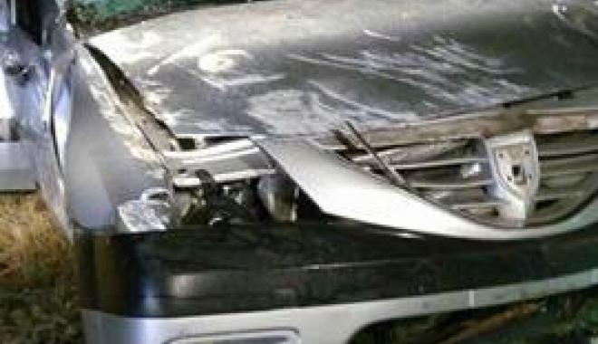 Foto: Şofer fără permis, decedat  după ce s-a răsturnat cu maşina