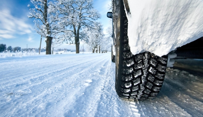 """Foto: Şoferii, sfătuiţi să nu """"calce"""" pedala în această perioadă"""