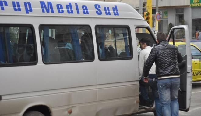 Foto: Şoferii de maxi-taxi, disciplinaţi prin… amenzi!