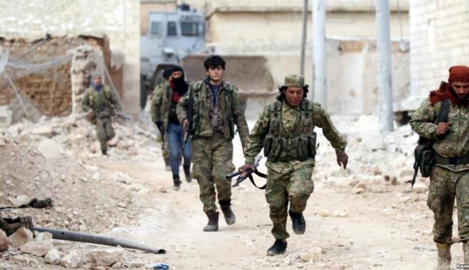 Foto: Soldaţii turci şi rebelii sirieni au pătruns  în Al-Bab, un fief  al grupării Stat Islamic