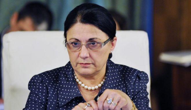 Ecaterina Andronescu îi propune unui vlogger un job la minister - solutiaecaterineiandronescu840x5-1555317887.jpg