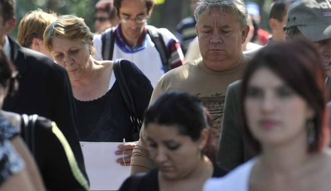 Foto: Creşterea cotei unice ar trimite în şomaj peste 100.000 de angajaţi din turism