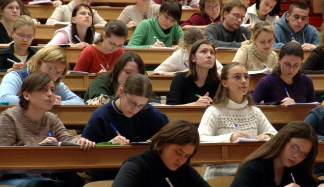 Foto: Constanța - absolvenții îngroașă rândurile șomerilor. Slab pregătiți, își găsesc cu greu de muncă