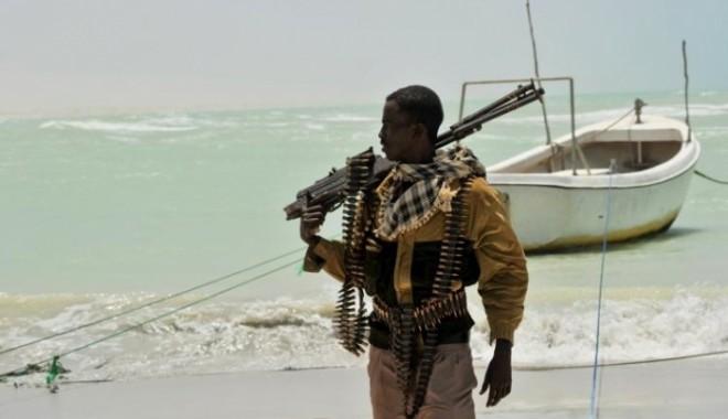 Foto: 9 nave şi 234 navigatori în mâinile piraţilor somalezi