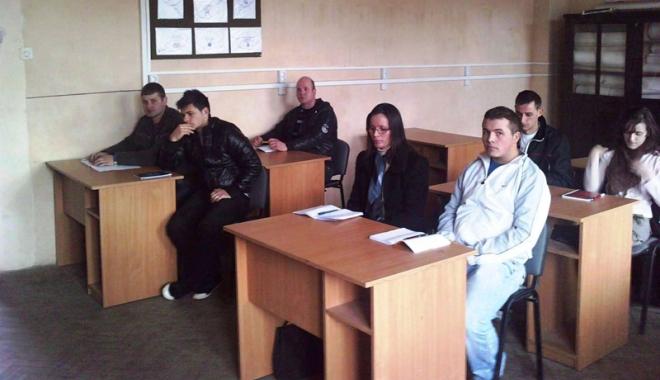 Foto: Şomerii analfabeţi  sunt trimişi la şcoală
