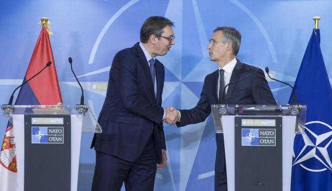 Foto: Sondaj în Serbia. 89% din cetăţeni sunt împotriva aderării la NATO