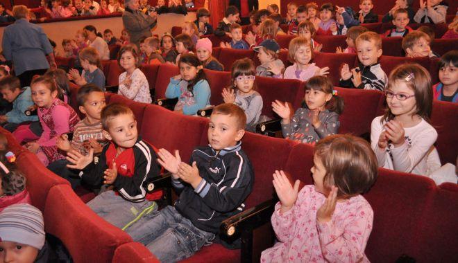 Foto: Spectacol pentru copii. Șoricelul Kiți Kiț și pisicile parșive vă așteaptă la teatru