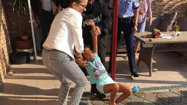Foto: Decizie în cazul procurorului care a bruscat-o pe Sorina, fetiţa adoptată