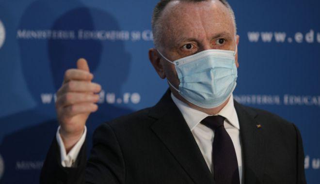 Sorin Cîmpeanu: Am asigurări că vaccinarea profesorilor va începe înainte de 8 februarie - sorincimpeanu-1611415850.jpg
