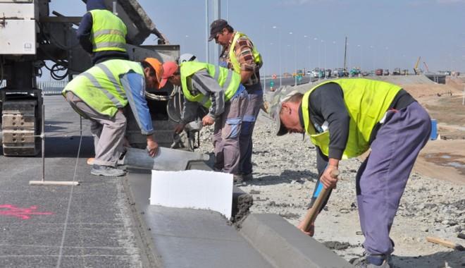 Foto: Drumarii - între nicovala concedierilor şi ciocanul reducerilor salariale