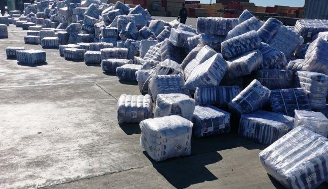 Peste 10.000 de perechi de șosete, importate din China, confiscate în port - soseteport-1620840718.jpg