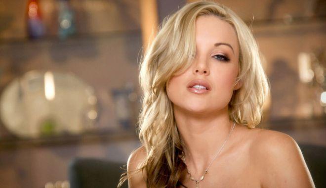 Foto: Soţia blondă i-a pus gând rău