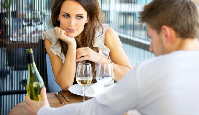 Foto: Detectivul, soţia infidelă  şi incertitudinea soţului