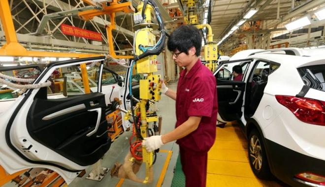 Foto: Spălătoriile şi service-urile auto recrutează lucrători din China