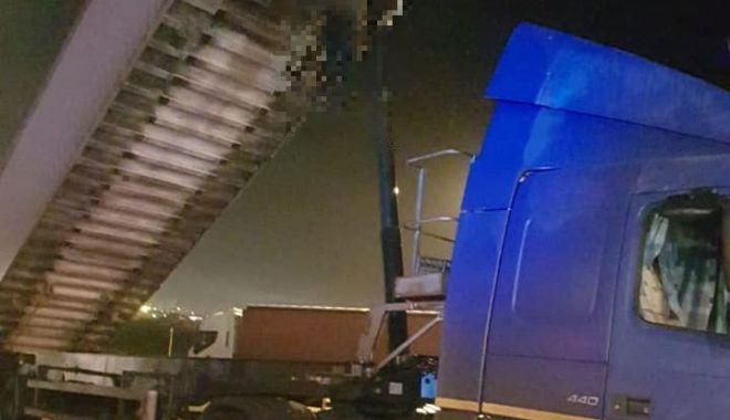 Foto: Tragedie în portul Constanţa. Bărbat spânzurat de semiremorca unui autocamion