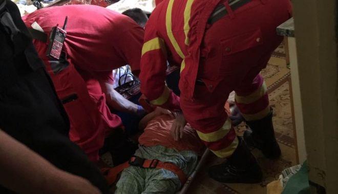 Foto: MORŢI SUSPECTE! Trei persoane găsite MOARTE, într-un apartament