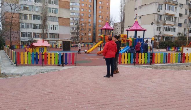 Foto: Spațiu de joacă sigur și modern pe strada Adamclisi