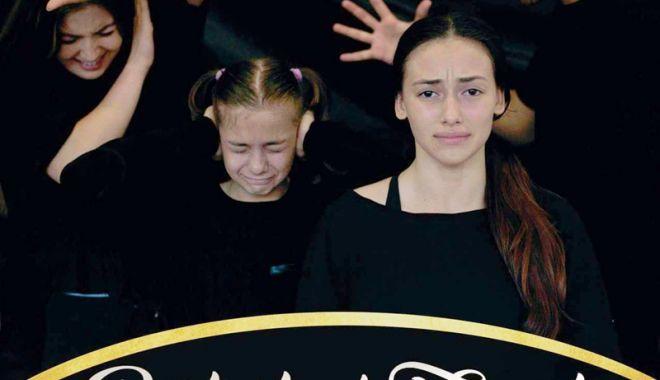 "Foto: O nouă premieră: ""Portret de familie"""