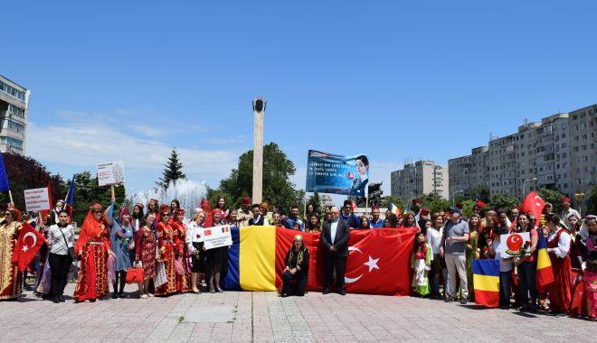 Foto: Etnicii din Dobrogea sărbătoresc Ziua Limbii Turce