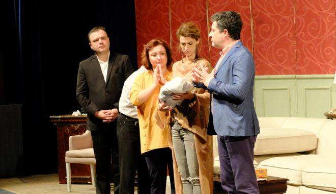 """Foto: Spectacolul """"Prenumele"""", pe scena Casei  de Cultură din Constanţa"""