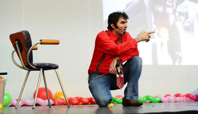 """Foto: Copiii sunt aşteptaţi  la spectacol  de """"Profesorul de joacă"""""""