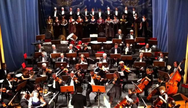 """Foto: Concert de Crăciun la Teatrul Naţional """"Oleg Danovski"""""""