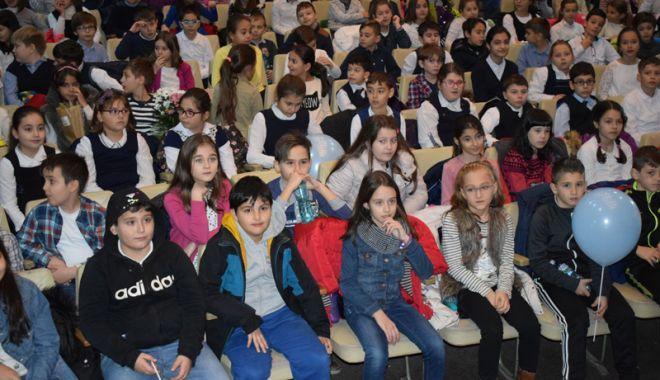"""Foto: Spectacol dedicat Dobrogei, la Teatrul pentru Copii şi Tineret """"Căluţul de mare"""""""