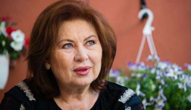 """Foto: Florina Cercel joacă în premiera piesei """"Actriţele"""", la Casa de Cultură"""