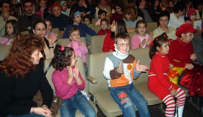 Foto: Spectacole pentru cei mai mici spectatori