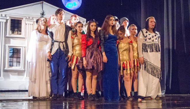 Foto: Spectacol gratuit pentru adolescenți de Ziua Internațională a Copilului