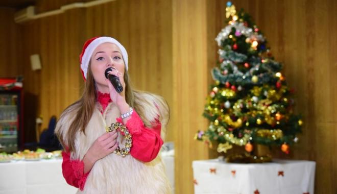 """Foto: Spectacolul """"Vine, vine  Moş Crăciun"""", la Casa de Cultură"""
