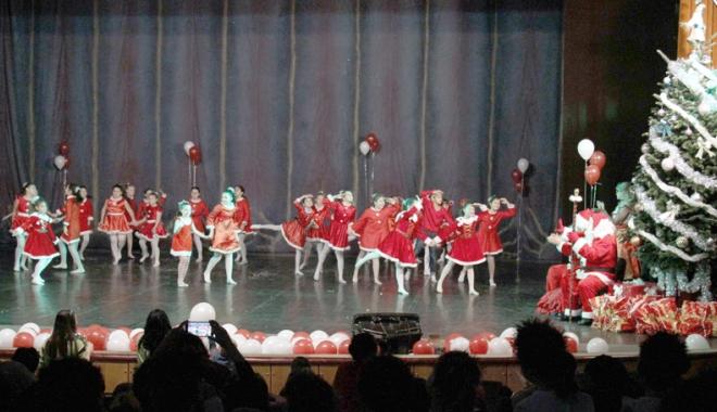 """Foto: Aerobicii Farului, în spectacolul """"Vine, vine Moş Crăciun"""""""