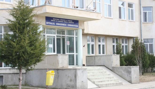 Foto: Tumoare de patru kilograme, extirpată la Spitalul Cernavodă Medicii din Spitalul Orăşenesc