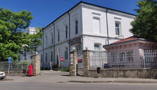Un angajat s-a uitat la filme pentru adulți și a virusat calculatoarele la Spitalul din Târgu Neamț - spital-1618294702.jpg