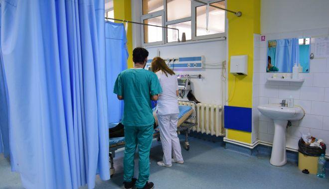 Peste o mie de bolnavi consultaţi în Urgenţă, de sărbători - spital-1620136692.jpg