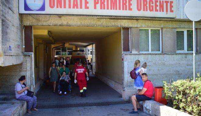 Foto: Spitalul Județean, luat cu asalt de turiști. Constănțenii, invitați să mai stea pe-acasă