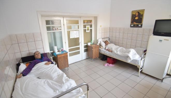 Dezastru la Spitalul CF Port. Bolnavii vin cu sacoșa de medicamente și mâncare de acasă - spitalcfportsaloanepacienti4-1503331428.jpg