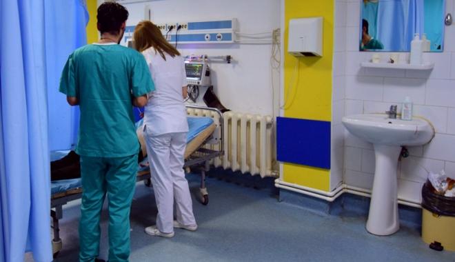 Foto: Spitalul Judeţean, sufocat de bolnavii spitalelor private