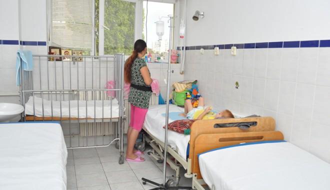 Foto: Sute de constănţeni internaţi la Spitalul de Infecţioase