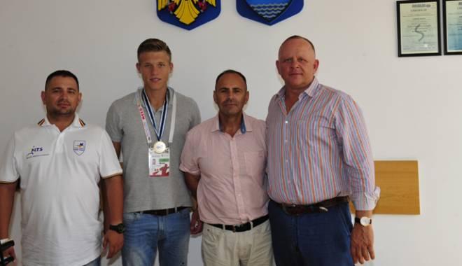 Foto: Sportivii din Agigea, sprijiniţi de primarul Cristian Cîrjaliu