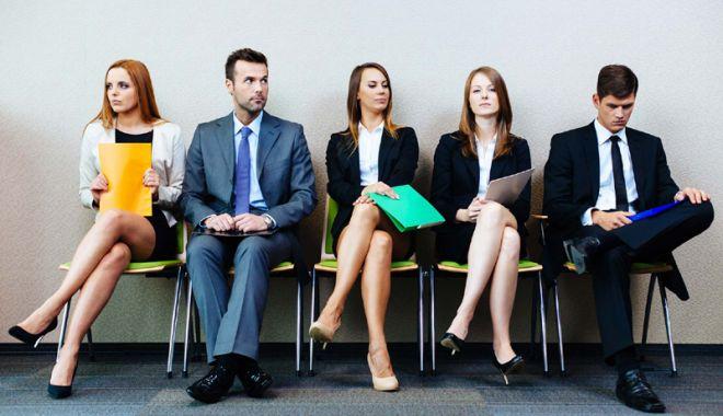 Foto: Tinerii cu vârsta sub 25 de ani, sprijiniţi  să se integreze pe piaţa forţei de muncă