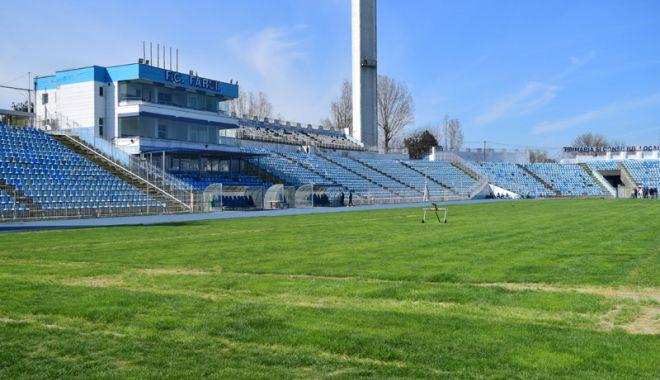 """Foto: Stadionul """"Farul"""", în aşteptarea comisiei  Federaţiei Române de Fotbal"""