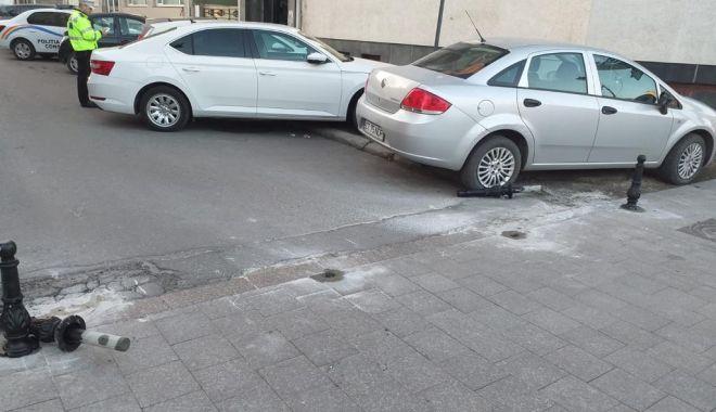 Foto: Stâlpișori care interzic accesul pe anumite străzi din Constanţa, scoşi din pământ