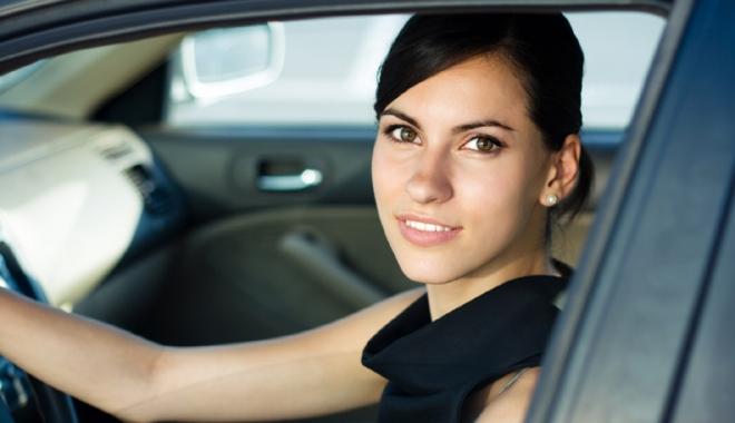 Foto: Stăpânesc mai bine femeile volanul decât bărbaţii? Ce spun poliţiştii