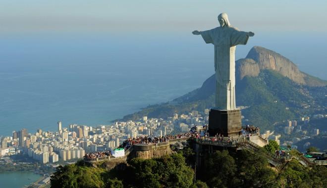 Foto: Statuia din Rio, luminată în culorile echipelor finaliste ale Cupei Mondiale