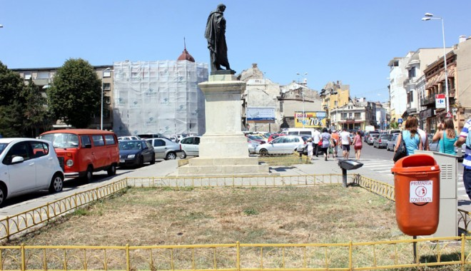 Statuia lui Ovidiu, în mijlocul mizeriei