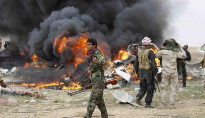 Foto: Statul Islamic loveşte din nou, din uniforma poliţiştilor. 31 de morţi