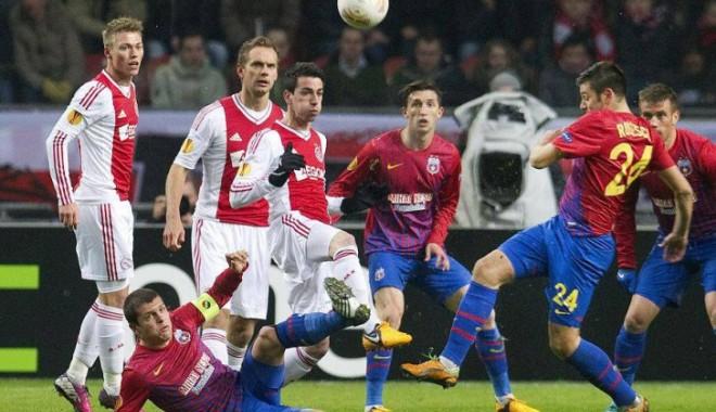 Foto: Steaua București s-a calificat în optimi după ce a învins Ajax. Fanii au sărbătorit în Piaţa Universităţii