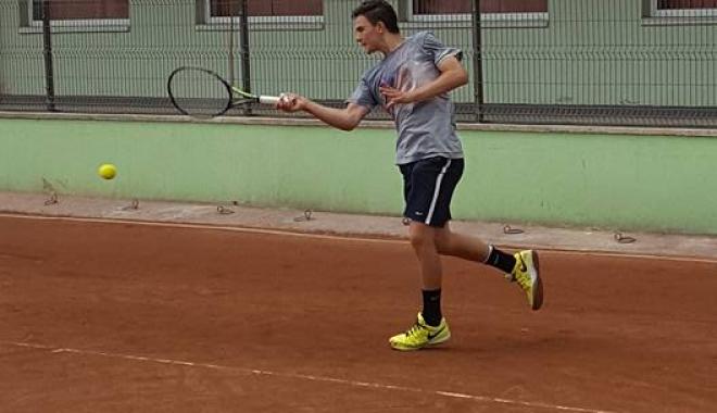 Foto: �tefan Palo�i �n finala turneului de tenis de la Mamaia