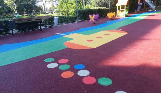 Foto: Continuă lucrările de reabilitare și modernizare a locurilor de joacă din municipiul Constanța
